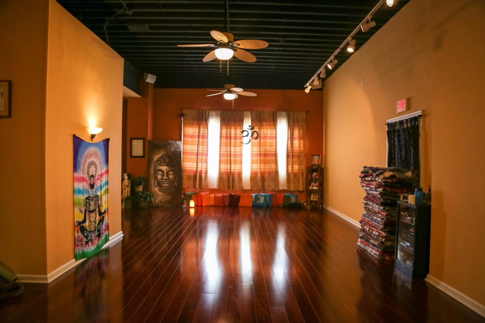 The Long Island Center for Yoga: 107 E Main St, Babylon, NY