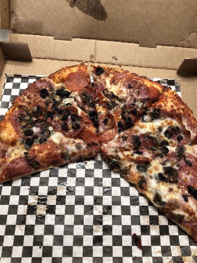 Upper Crust Pizzeria: 39331 S Hwy 1, Gualala, CA