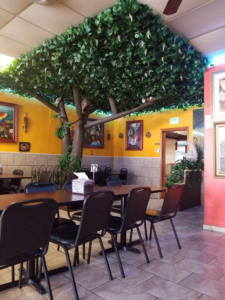 Birrieria La Tapatia de Ocotlan: 2861 W Cermak Rd, Chicago, IL