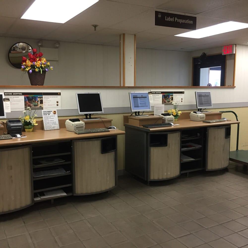 UPS Customer Center: 301 E Oak Ave, Lawnside, NJ