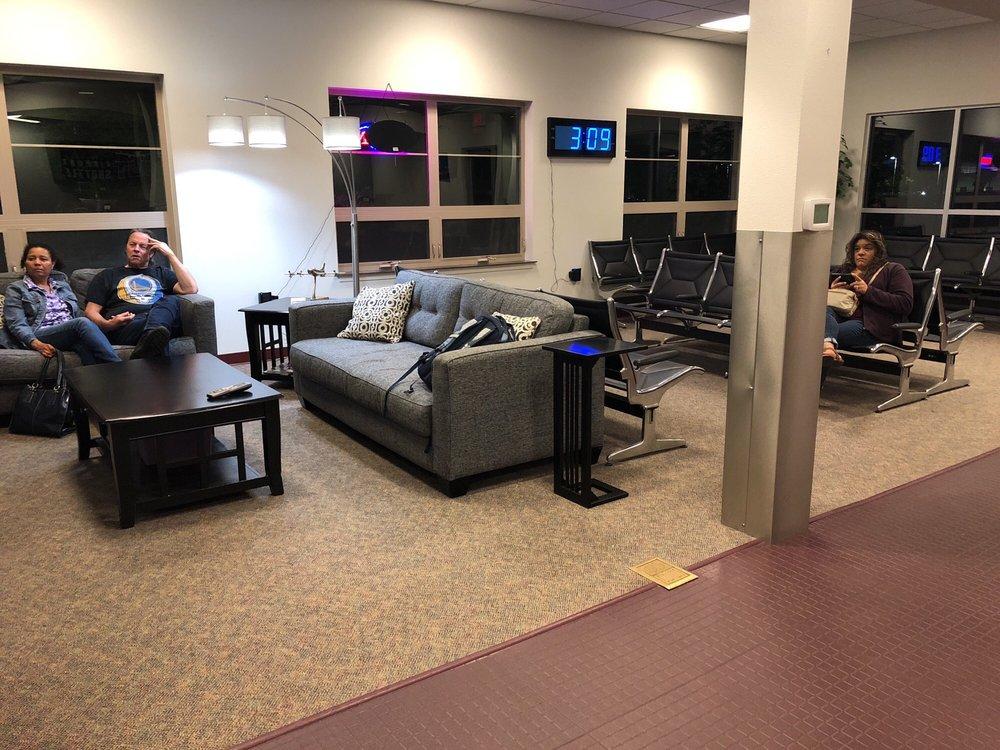 Hut Airport Shuttle: 2990 25th St SE, Salem, OR