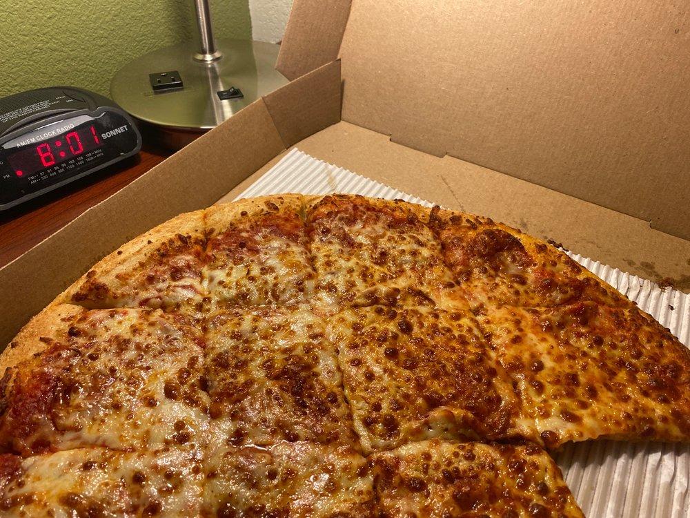 Bellacino's Pizza & Grinders: 2677 Steelsburg Hwy, Cedar Bluff, VA