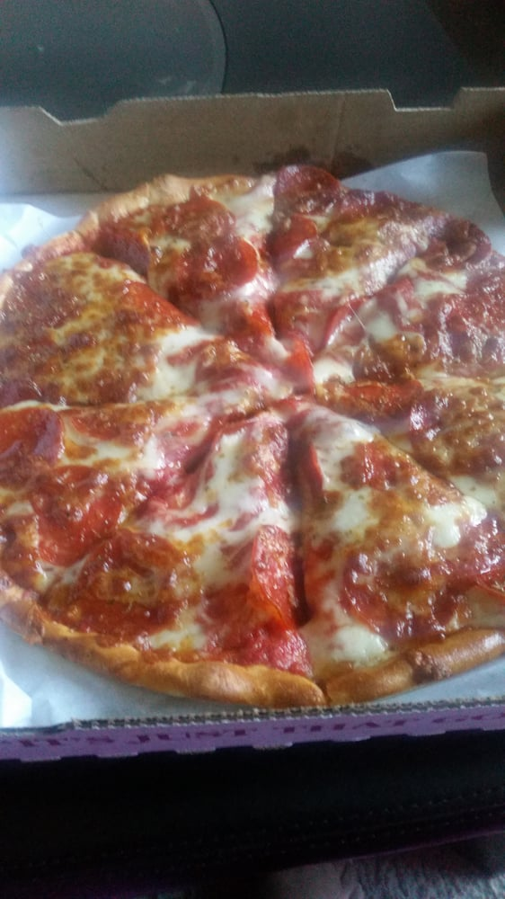 Gionino's Pizzeria: 703 Broadway Ave, Bedford, OH