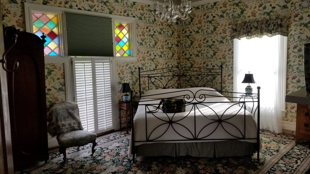 Hanna House Bed & Breakfast: 218 Pollock St, New Bern, NC