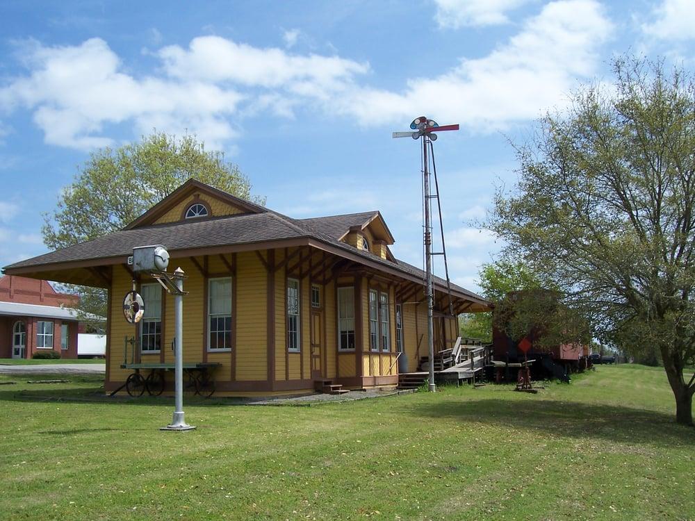 Burton Railroad Depot: 507 N Railroad St, Burton, TX