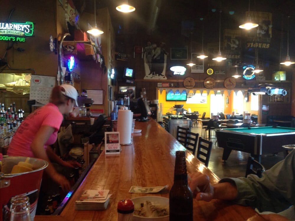 Woody's Pub and Grub: 605 Douglas Dr, Ashland, MO