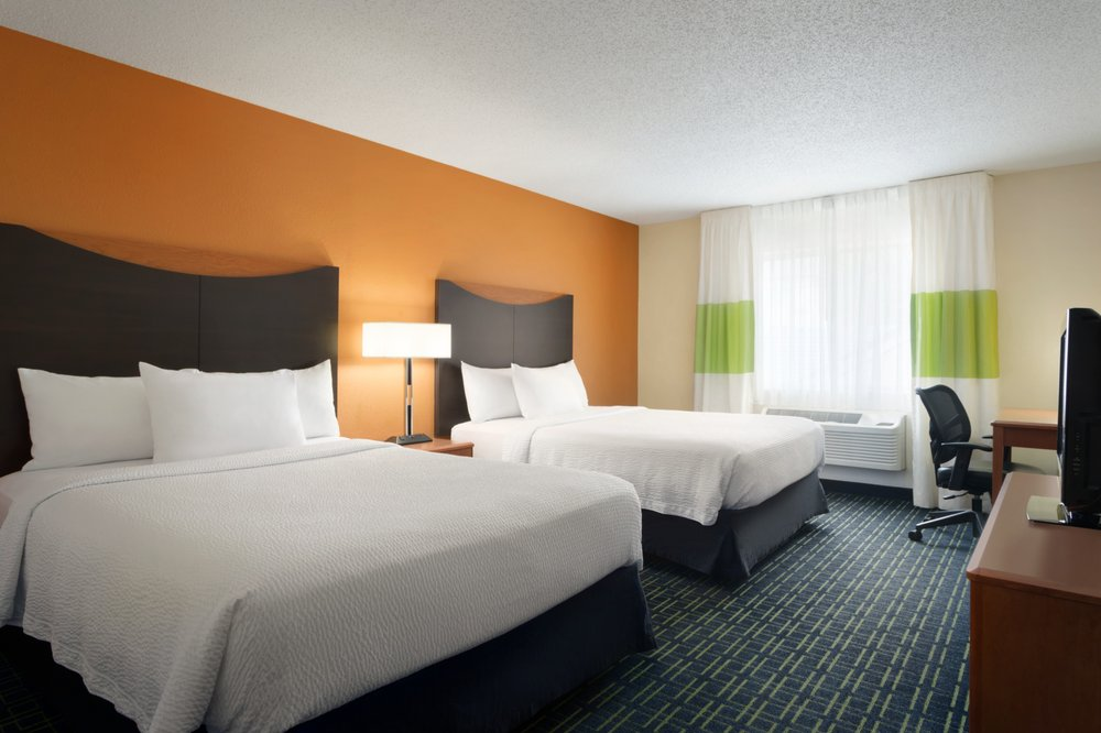 Fairfield Inn & Suites by Marriott Champaign: 1807 Moreland Blvd, Champaign, IL