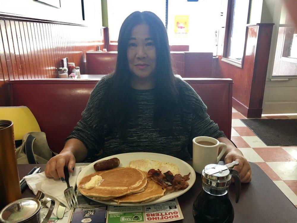 Gaylordsville Diner & Restaurant: 11 George Washington Plz, New Milford, CT