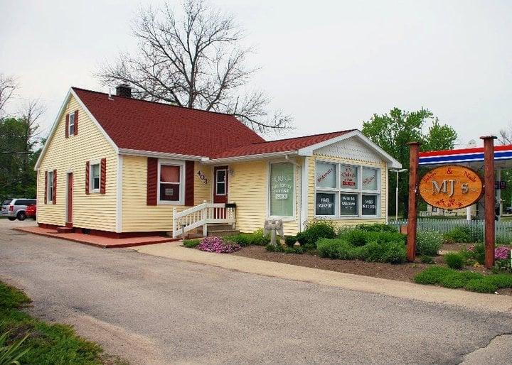 MJ's Salon & Nails: 403 N State St, Oscoda, MI