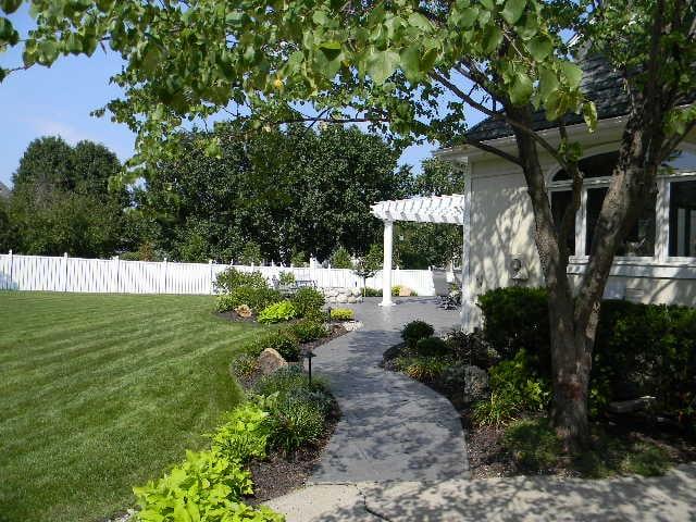 H & R Lawn & Landscape: 6735 W 207th St, Bucyrus, MO