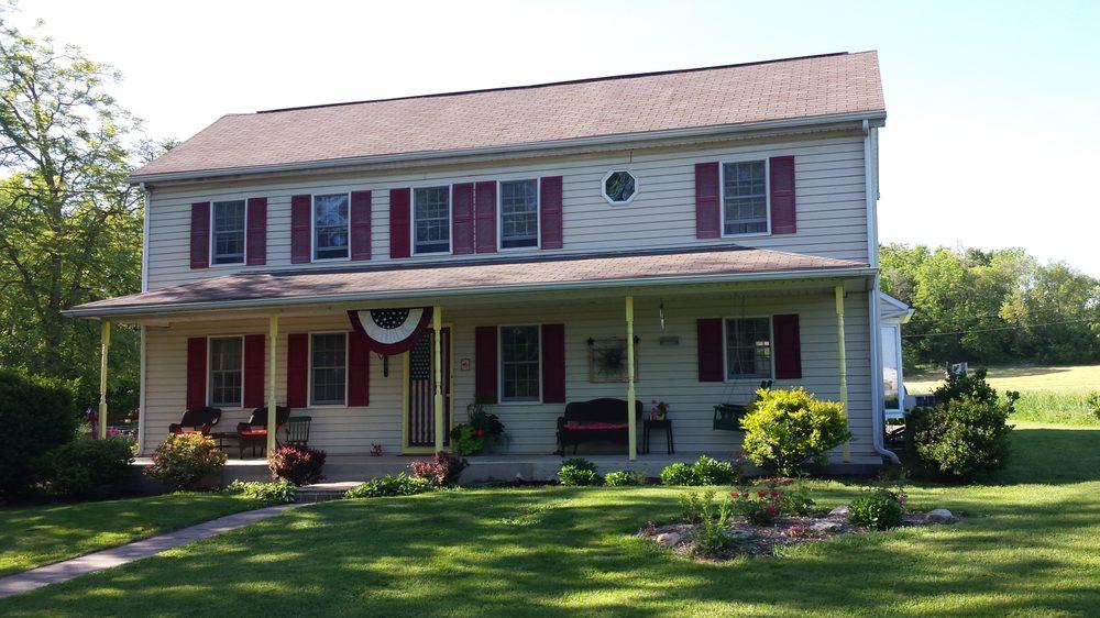 Red Cardinal Bed & Breakfast: 521 Lerew Rd, Carlisle, PA