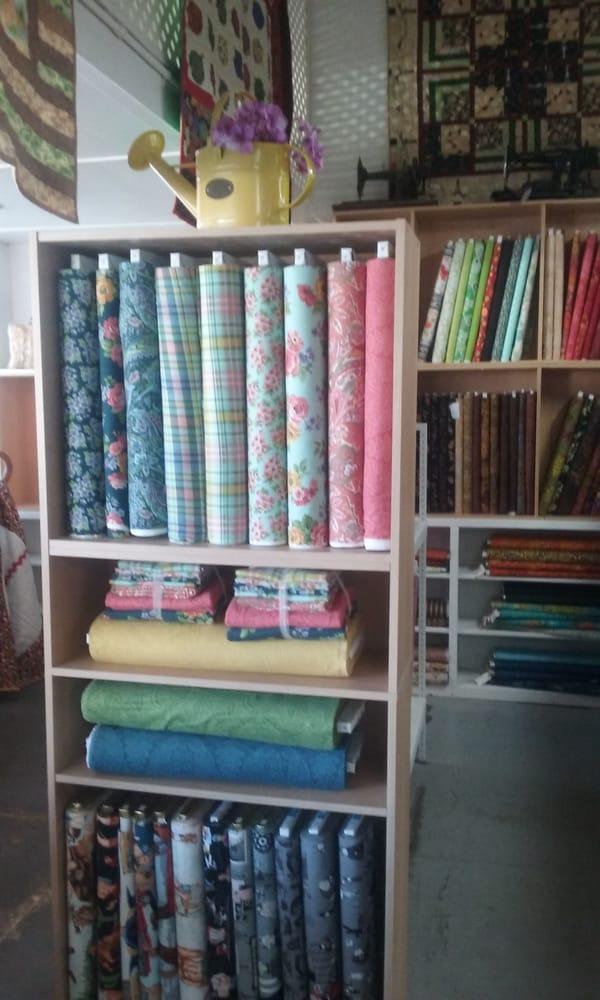 Maricopa Quilt Company: 370 California St, Maricopa, CA