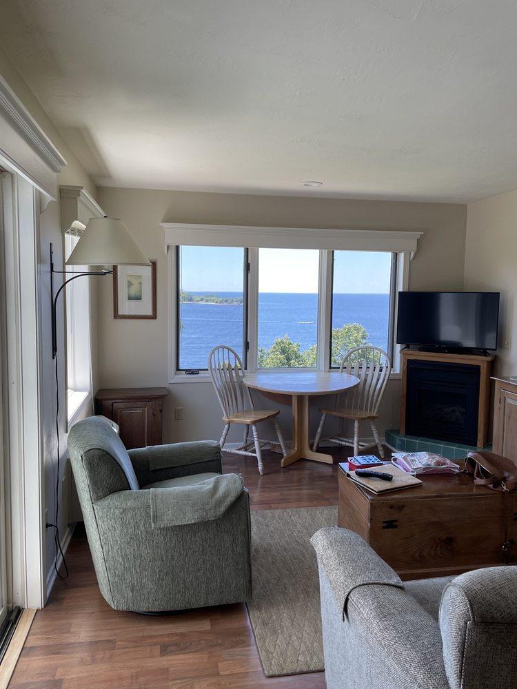 Bay Point Inn: 7933 Hwy 42, Egg Harbor, WI