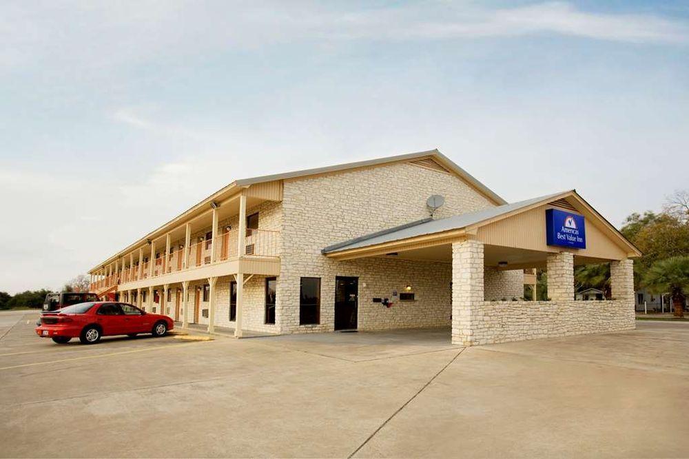 Americas Best Value Inn Edna: 1006 E Houston Hwy, Edna, TX