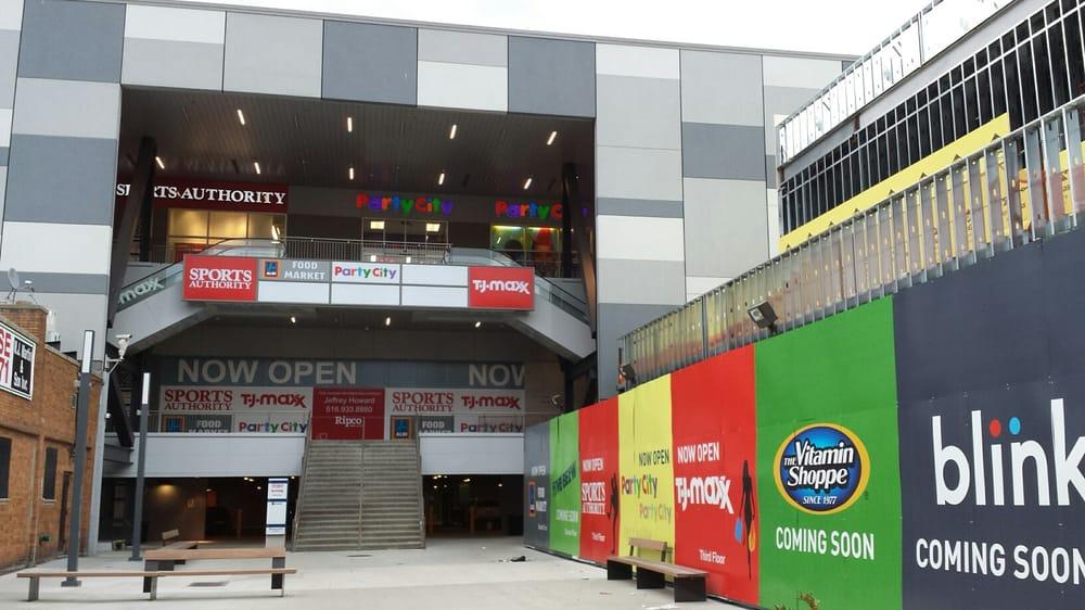 Photo of Broadway Plaza Outparcel: Bronx, NY