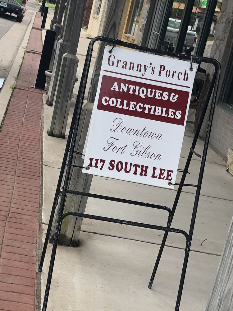 Granny's Porch: 117 S Lee St, Fort Gibson, OK