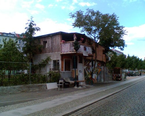 baumhaus an der mauer atracci n local bethaniendamm kreuzberg berl n berlin alemania yelp. Black Bedroom Furniture Sets. Home Design Ideas