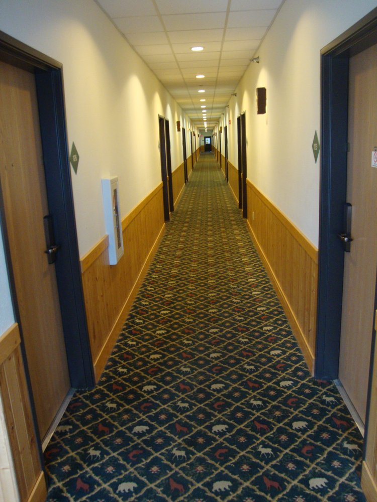 White Oak Inn & Suites: 201 4th Ave NW, Deer River, MN