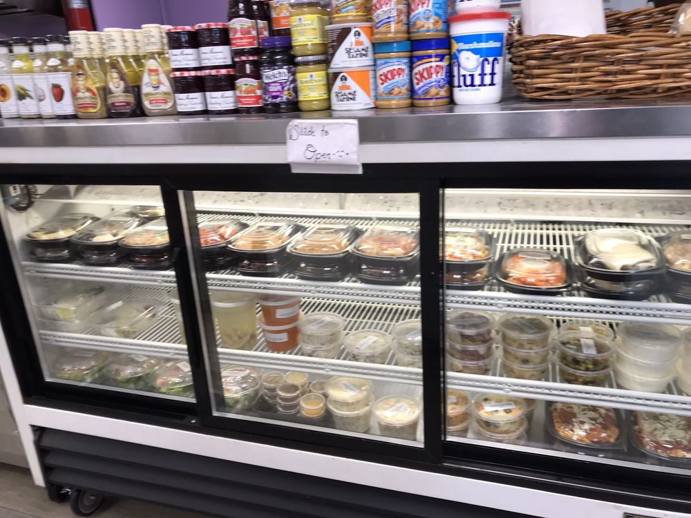 Town and Country Market & Deli: 153 Glenwood Rd, Clinton, CT