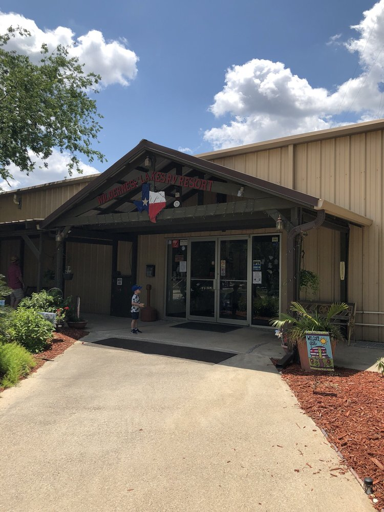 Wilderness Lakes RV Resort: 22552 Park Rd 25, Mathis, TX