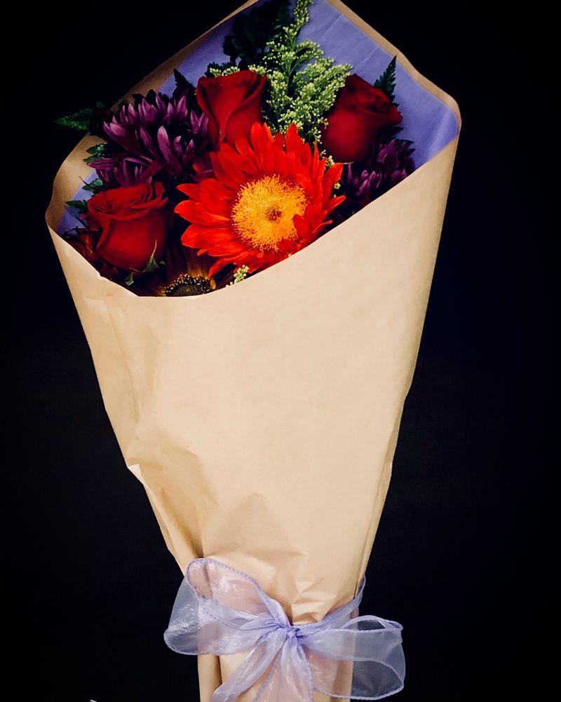 Jagger Rose Floral: 1814 Washington Blvd, Belpre, OH
