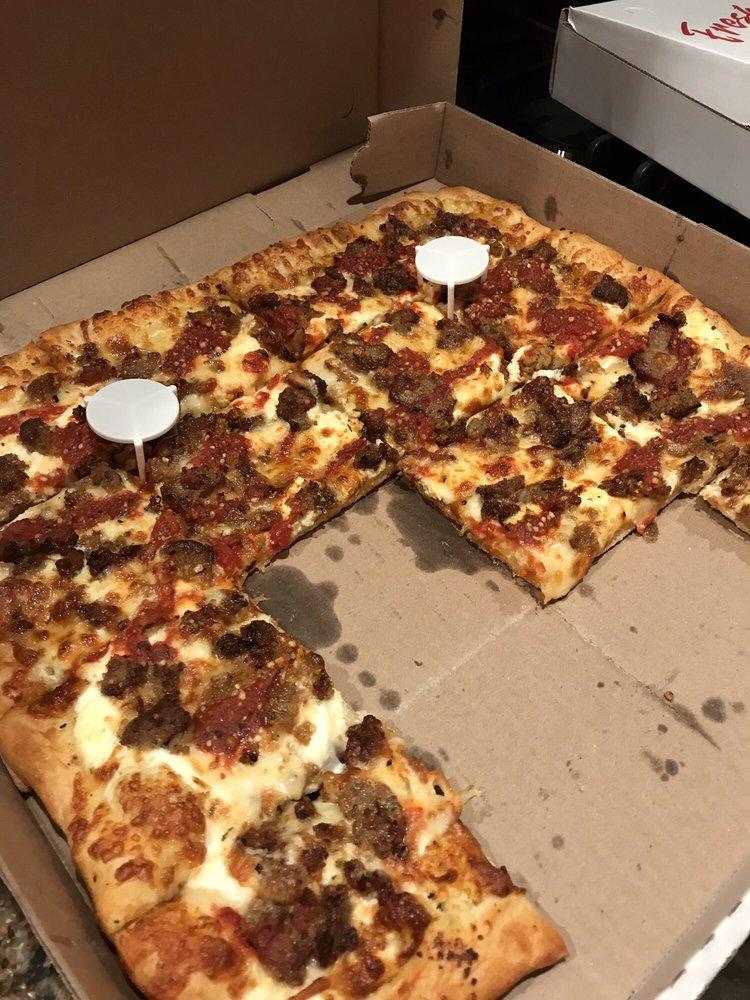 Woody's Hometown Pizza: 535 W Union St, Newark, NY