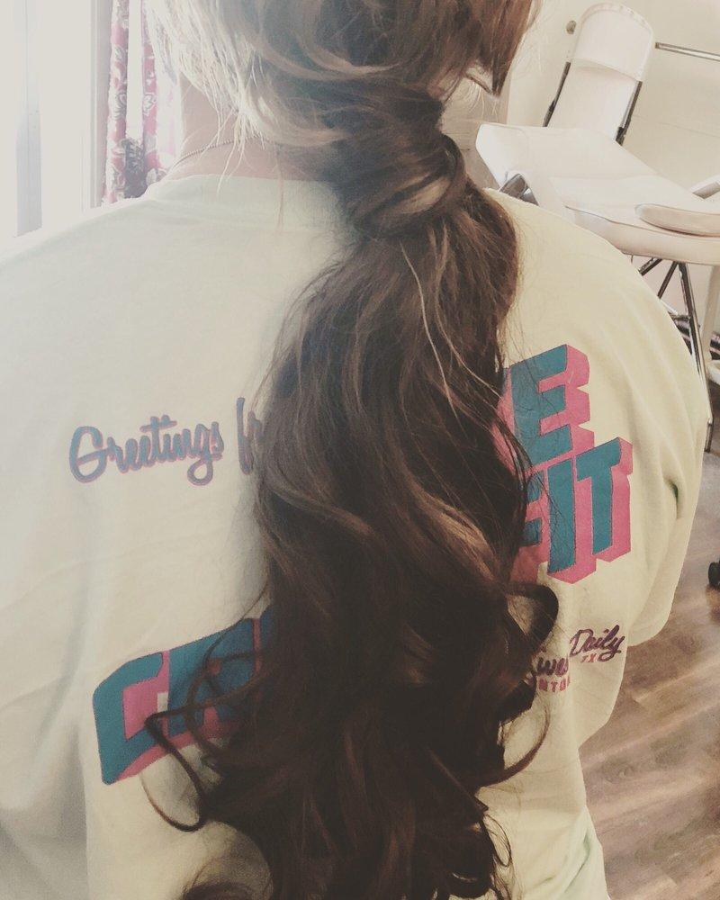 Attitudes Hair Salon & Boutique: 308 N Washington St, Beeville, TX