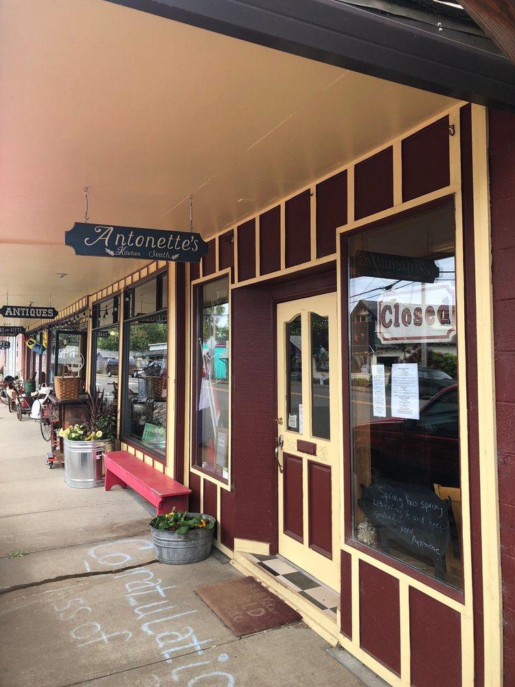 Antonette's Kitchen South: 34385 US 101 S, Cloverdale, OR