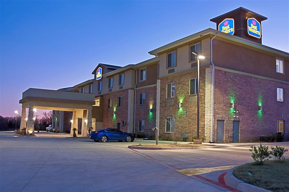Best Western Bowie Inn & Suites: 900 US Highway 287 S, Bowie, TX