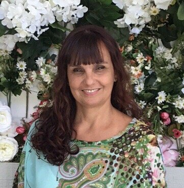 Debora Flores D.